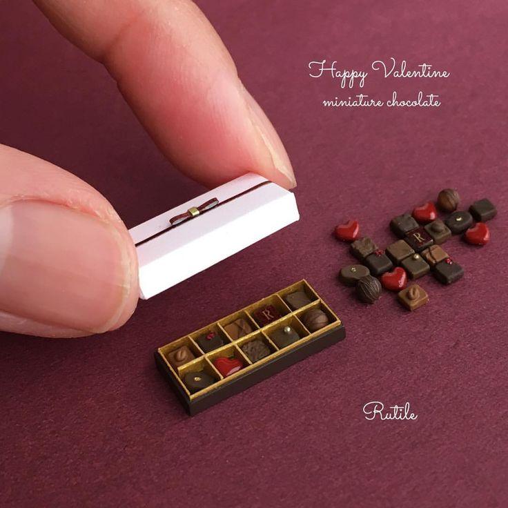 いいね!1,020件、コメント27件 ― Rutileさん(@miniature_rutile)のInstagramアカウント: 「もうすぐバレンタイン❤️ チョコレートを作りました! ・ 箱を黒にするかピンクにするか迷ってピンクにしました😊 ・ ・ ・ #ミニチュア#ミニチュアフード…」