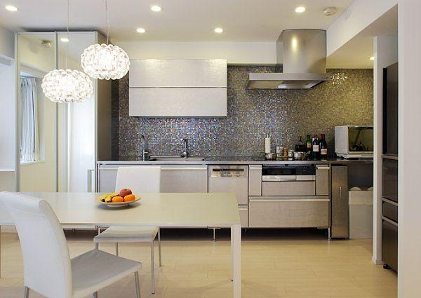 リフォーム事例>洗練された白に映える、オープン・スタイリッシュ・キッチン|東京ガスリモデリングのリフォーム
