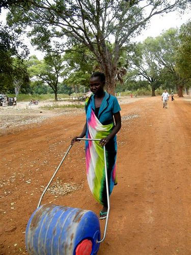 Sudanese woman pushing a Hippo Water Roller