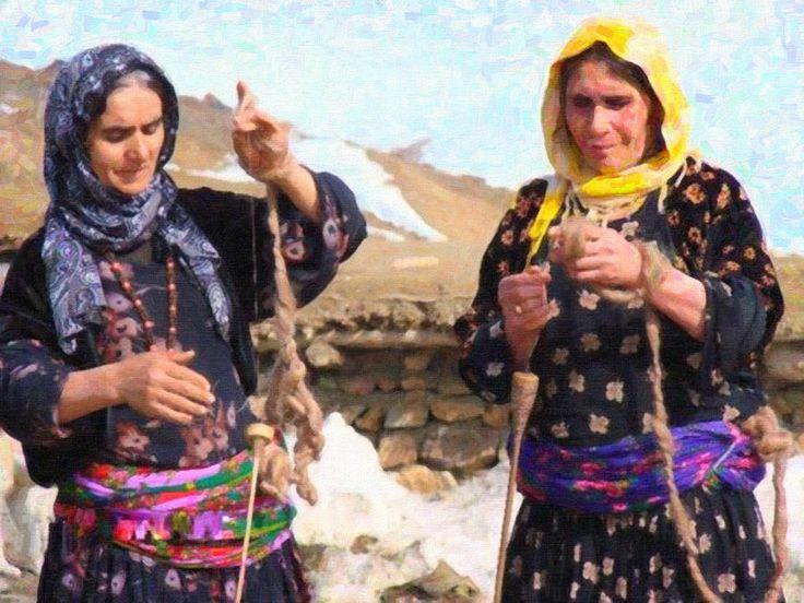 Kurdish Women Painting