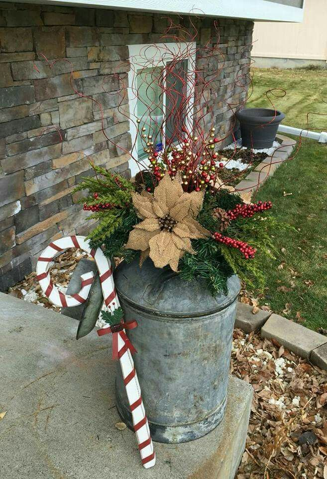 35 Festive Outdoor Holiday Planter Ideas To
