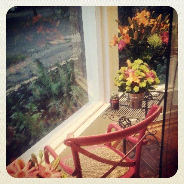 Nueva sede Hana  flores con diseño!!  alexitalopez