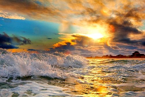 Perfect ocean sunset--- love to go sit by the ocean and sip lil drinks with umbrellas in them
