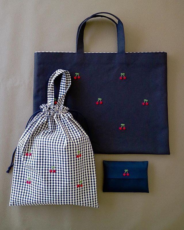 ‼︎ . #刺しゅう #刺繍 #embroidery #handembroidery #handstitch #handstitched #broderie #bag #レッスンバッグ #お稽古バッグ #巾着袋 #ティッシュケース #入学準備 #入園準備 #オーダー