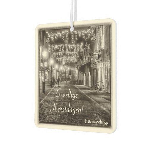 Luchtverfrisser met avondfoto feestverlichting Bisschopstraat in Oldenzaal. Met de mogelijkheid om tekst te verwijderen dan wel aan te passen.