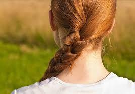 Ma határszemlét tartottunk a gyönyörű copfos unokámmal és a bájos   göndör hajú barátnőjével.   Kerékpárral vágtunk neki az útnak.   Változatos képet mutat a határ.   Itt-ott még talpon áll a gabona. Másutt szépen zöldül a kukorica tábla és   gyönyörű sárgán virít a napraforgó.   A kislányok...