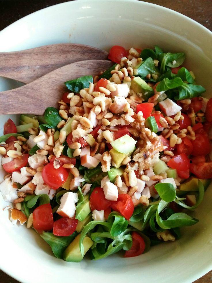 salade met gerookte kip en avocado