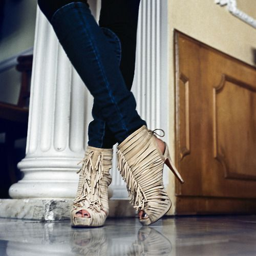fringe shoes with skinny jeans