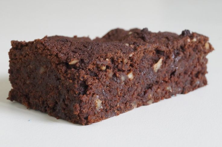 Her kommer opskriften på en lækker, svampet LCHF brownie. Sådan en kalder jo oven i købet på at blive serveret med kold flødeskum.