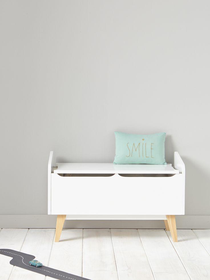 Petit meuble retro tendance pour ranger avec beaucoup de style les peluches, livres ou jouets dans la chambre ou la salle de jeux.   DétailsDim. 71 x