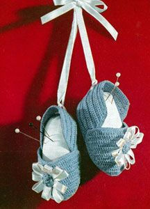 Baby Booties Pin Cushion crochet pattern from Suggestions for Fairs and Bazaars, originally published by American Thread Co, Star Book No. 98, in 1953.