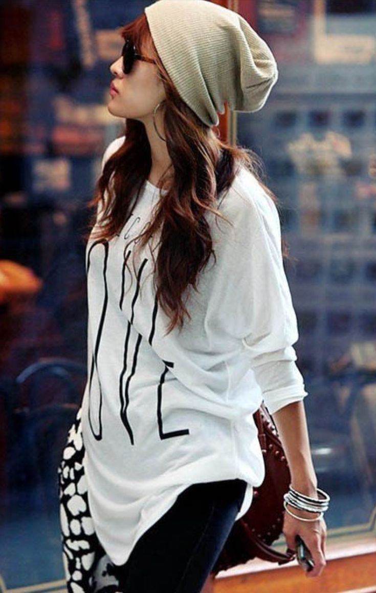 Casual/lazy day outfit( floppy beanie + over sized tee = a cozy and cute outfit !( | Korean ...