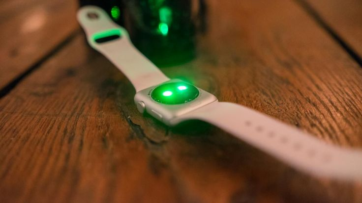 Security flaw makes Apple Watches vulnerable to nimble thieves | Has someone just found a major security flaw with the Apple Watch? Buying advice from the leading technology site