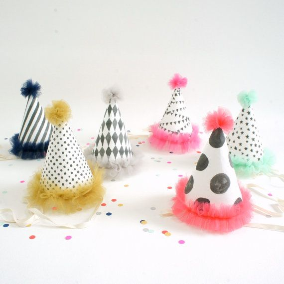 Etsy の Circus Party Hats set of 6 by WonderfulCollective
