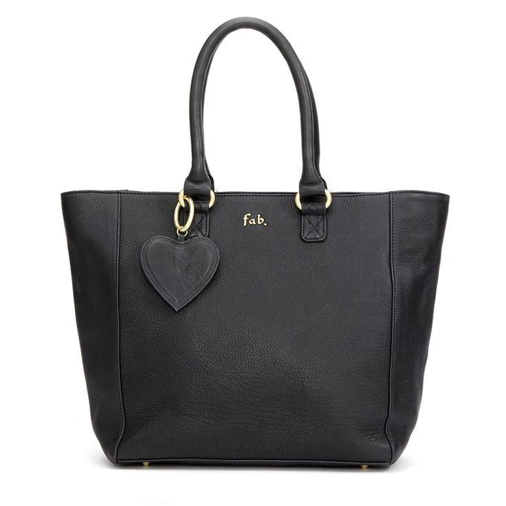 <p>Stijlvolle dames komen goed voor de dag met de One Bag. Beschikbaar in prachtige leren, of in een harige luipaard print voor een pittigere look, is deze tas onmisbaar in je werk garderobe. Aan de binnenkant van de tas zitten veel handige vakjes.</p> <ul> <li>Stevig leer / Nubuck / Harig leer</li> <li>Suèdine voering</li> <li>6 vakjes binnenkant</li> <li>3 rits vakjes binnenkant</li> <li>Uitneembare sleutelhanger aan de binnenkant</li> <li>Inclusief Fab. hart sleutelhang...