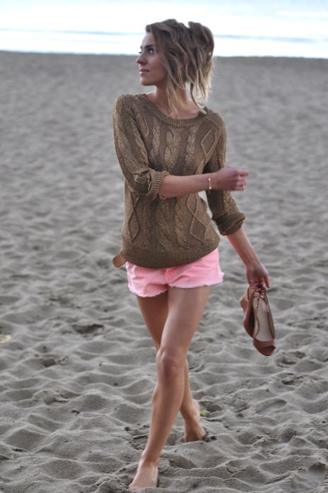 Beach Attire, Pink Shorts, Colors Combos, Summer Outfit, Summer Style, At The Beach, Beach Styles, Summer Night, Summer Clothing