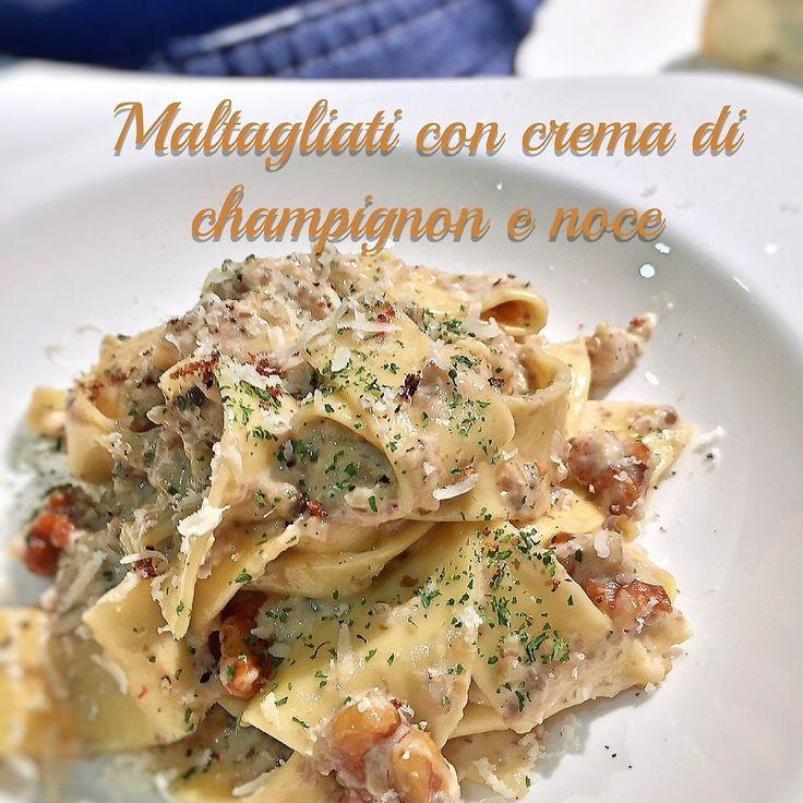 ラザニア用に薄く伸ばした生パスタを、不揃いにカットしたものをイタリア語で「マルタリアーティ」と呼びます^ ^ ショートとロングの両方の食感を楽しめるパスタです(^O^) 今日はメインがあっさりだったので、パスタはこってり濃厚なマッシュルームソースにしました。 アクセントにローストしたクルミを入れてます。 今の時期にとってもオススメなパスタです(^O^)♡