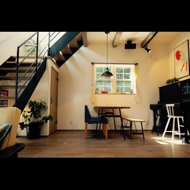 watanabeさんの、アート,スケルトン,ストリップ,吹き抜け,観葉植物,リビング,ナチュラル,のお部屋写真