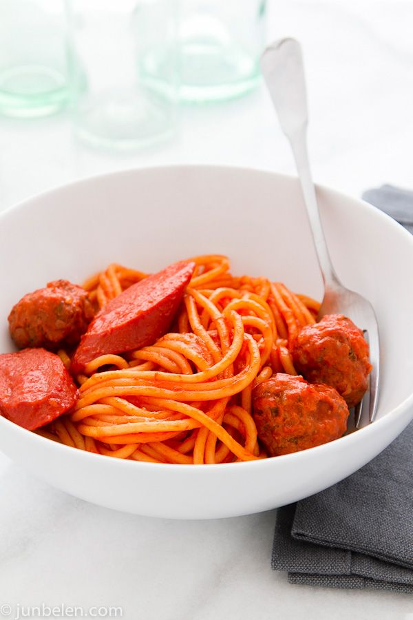 http://blog.junbelen.com/2012/10/17/how-to-make-filipino-style-spaghetti-with-meatballs/ FILIPINO STYLE SPAGHETTI WITH MEATBALLS