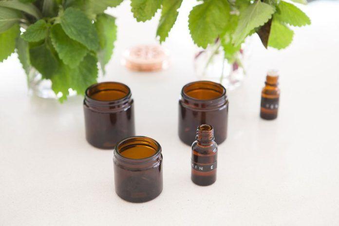 Olej z żywokostu – Kontrowersyjny preparat leczniczy