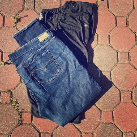 Just InLevi Skinny Jeans Gently worn Levi Skinnies.  These are a great fitting Jean.  They hug your booty in all the right places. Levi's Jeans Skinny