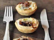 Ricetta Tartellette con miele brie e noci