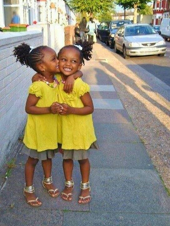 natural hair twin girls cornrows leading up to ponytail