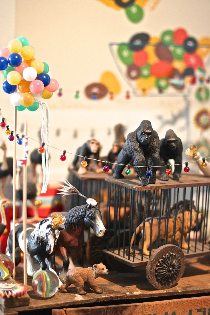 M.E.G. Circus. Detail. Schleich animals, balsa wood, wire, furniture accessories, varnish, cake decorating accessories. Hand-built by Eros Greatti for Maison Eros Greatti & M. 2003. Private collection. Picture by Eros Greatti.