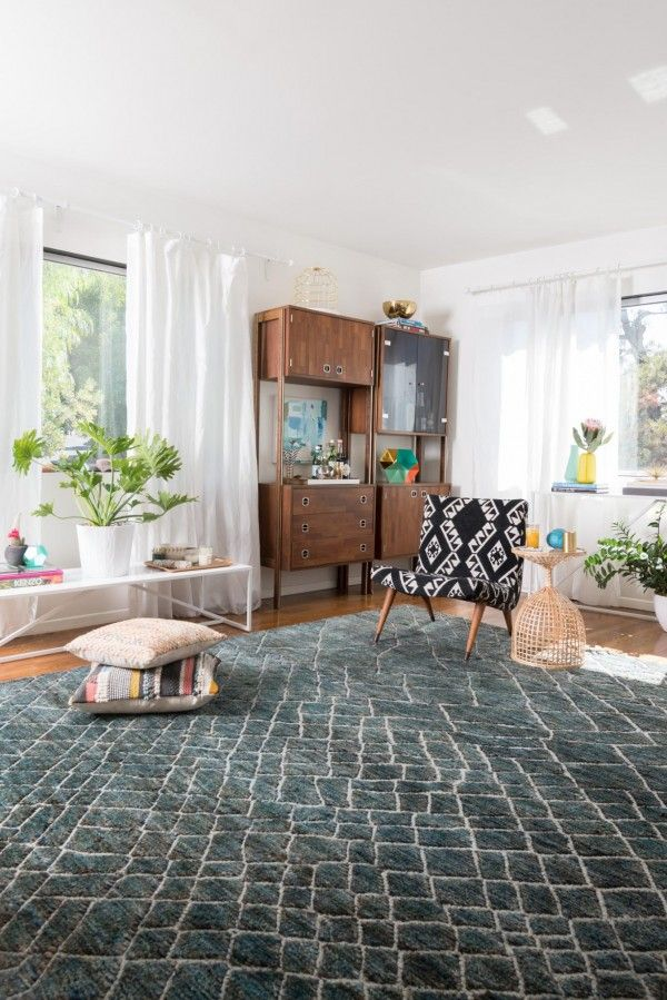 beautiful and bright living room {featuring a rug from loloi rugs}