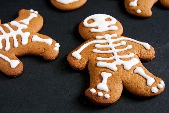 Bolachas de caveirinha para festas de #halloween http://vilamulher.com.br/bolachas-decoradas-para-festas-de-natal-e-halloween-4-1-75-1420.html