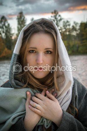Портрет красивая девушка в Осенний парк — Стоковое фото © kulkann #125714460