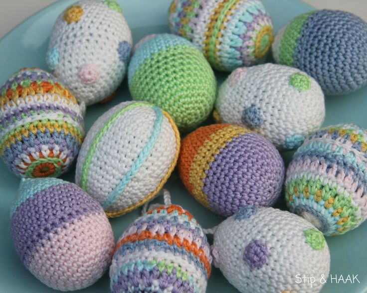 Dots & HOOK: Easter. Gorgeous crocheted easter eggs. Also includes a pattern (in Dutch)