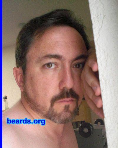 Manuel rocking a short boxed beard (<3)