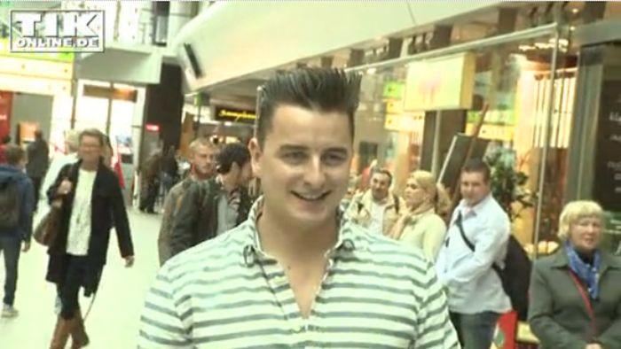 """Andreas Gabalier: """"Ich bekomme BH's mit Telefonnummern!"""" - Interview bei HOTELIER TV: http://www.hoteliertv.net/weitere-tv-reports/andreas-gabalier-ich-bekomme-bh-s-mit-telefonnummern"""