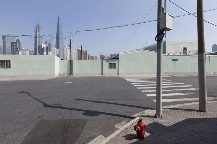 Sinds deze week hebben wij een aantal prachtige nieuwe werken van fotograaf Arthur Martin in onze collectie.    Het gaan om een aantal foto's van 70 bij 85 cm. De foto's zijn gemaakt in wereldsteden als New York en Shanghai.     Since this week we have several new pictures made by photographer Arthur Martin in our collection. The pictures are made in cities like Shanghai and New York.