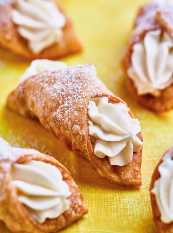 La garniture de ces délices italiens est généralement composée de ricotta sucrée. Mais ici, on les farcit d'une crème au citron allongée de mascarpone.