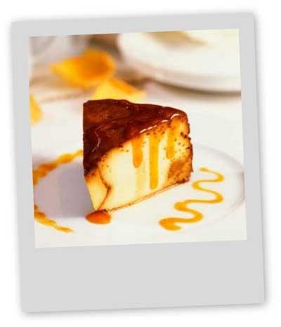 Le cheesecake est le dessert américain du moment ! Mais il existe également la version made in Bretagne, le cheesecake breton, avec du fromage frais Madame Loïc ou Saint-Moret à la place du Philadelphia, et des palets bretons ou des galettes bretonnes pour la pâte, le tout recouvert de caramel au beurre salé.