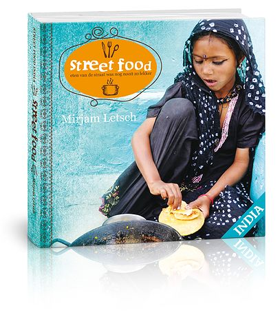 Streetfoodworld | Mirjam Letsch | Het vegetarische kookboek Street Food India van Mirjam Letsch laat je India met al je zintuigen beleven. Naast heerlijke recepten van de 'mensen van de straat' en prachtige foto's, kan je via QR-codes letterlijk een kijkje in de keuken nemen bij de mensen thuis in Varanasi, en nemen we je mee naar binnenplaatsjes van huizen in de Thar woestijn.
