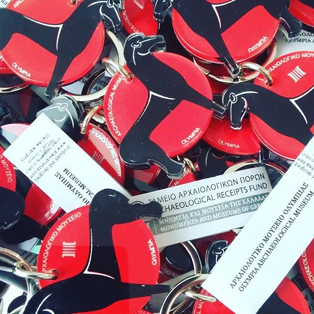 #greek #decorative #keychain #keyring #museumshop #museumstore #gift #giftshop #screenprint #silkscreen #plexiglass #colors #black #red #greece #art #souvenir #plexiartshop #instaartwork #instaart #madeingreece #productdesign #greecestagram #greekdesigners  #archaeological #museum 🏛🕋 #olympia #photooftheday #picoftheday #graphicdesign  @plexiartshop