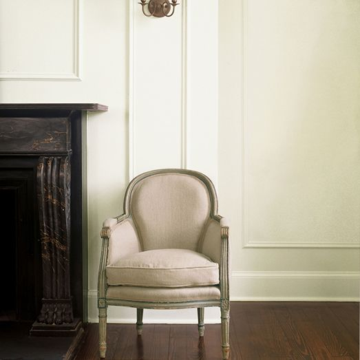 Julian King used Benjamin Moore's Bancroft White (DC-01) in the interiors of the Chelsea townhouse.