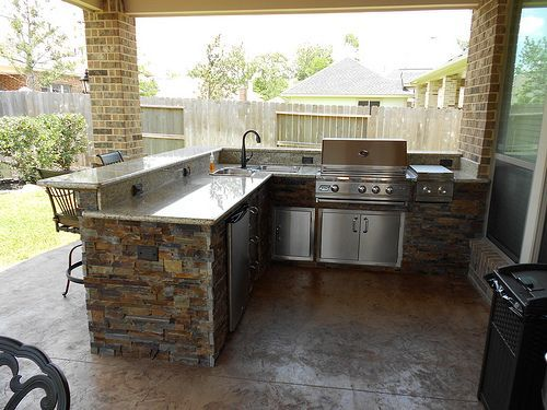 L shaped outdoor grill with bar area for the home for Outdoor bbq grill cabinets