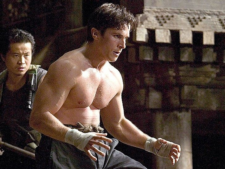 Christian Bale - one of the greatest actors of our time, and not only because of talent, but also its extreme impact, which he takes for each role. One proof of this is the film for its transformation - in particular, the transformation of weight. Perhaps a few of the actors in his career to overcome such fluctuations in weight, as Christian Bale.  Batman Begins (2005).