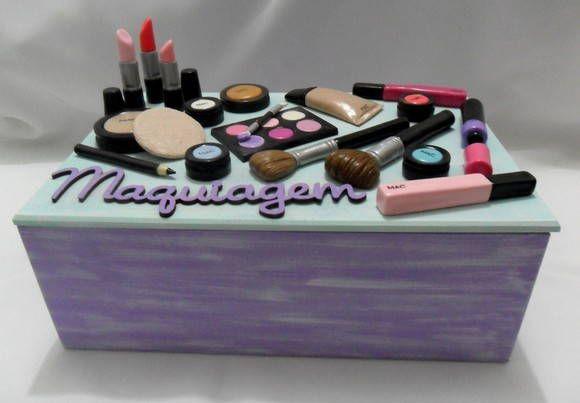Caixa para maquiagem decorada em biscuit