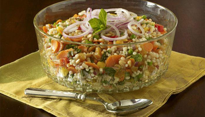 No siempre es necesario consumir ensaladas verdes para obtener fibra vegetal. Una opción interesante viene de la mano de los cereales. Presentamos una ensalada exótica, que incorpora alimentos del