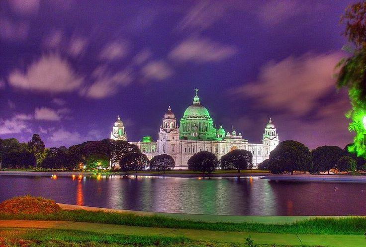 Victoria Memorial (India) - Illuminated