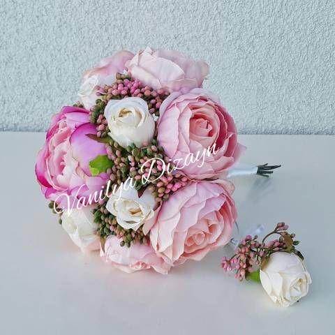Pembe ingiliz gülleri beyaz gonca güller ve pembe pıtırcıklar kullanarak hazırlanmış gelin buketimizdir. gelin teli ile online satın al. Damat yaka çiçeği hediyedir.