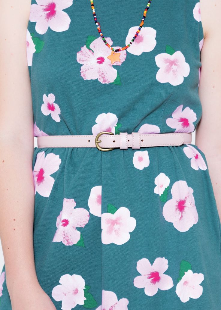 An outfit that fuses the hippy aesthetics of the 70s with a contemporary twist: a short light summer dress with a floral hawaiian print. For an unconditional style, pair it with a matching pink belt. SUN68 Woman SS15 #SUN68 #SS15 #woman #dress