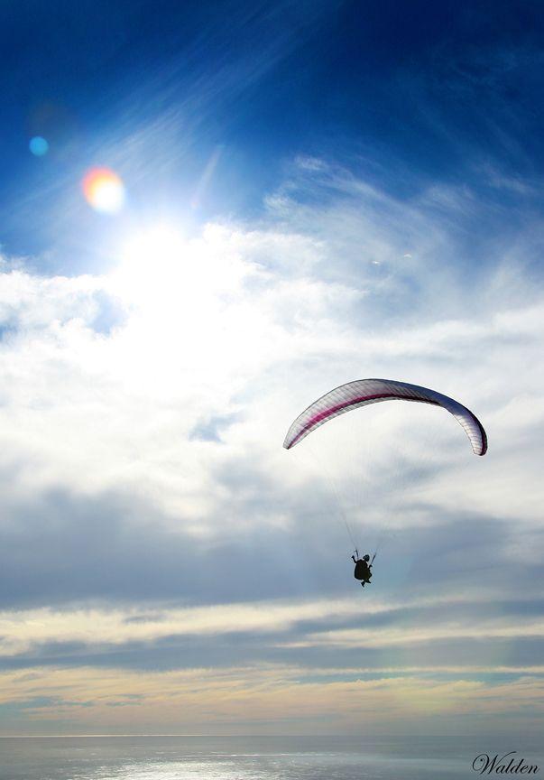 Paragliding photographer
