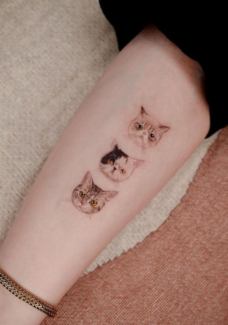 Beauty Lies In Simplicity Minimalist Animal Tattoos Created At Sol Tattoo Parlor Cute Cat Tattoo Minimalist Cat Tattoo Kitten Tattoo