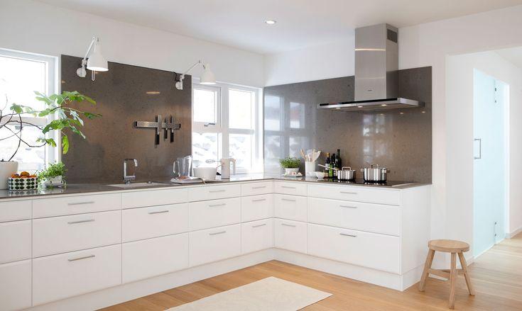 Söker du vita kök? Köksserien Birka från Ballingslöv finns i vitt och är ett ljust modernt kök. Hitta din köksinspiration hos Ballingslöv!